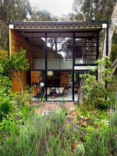 The home of Charles and Ray Eames in LA (you can visit it!)
