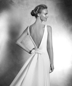 Pronovias > VENIA - Vestido de novia sencillo con escote barco