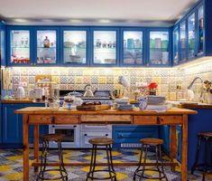 Hangulatos nyaralóház a Balaton-felvidéken - Lakáskultúra magazin Modern, Table, Furniture, Home Decor, Trendy Tree, Decoration Home, Room Decor, Tables, Home Furnishings