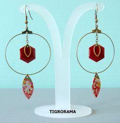 boucles d'oreille créole hexagone émaillé rouge et navette papier japonais de la boutique TIGRORAMA sur Etsy