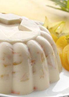 Receta de gelatina de zanahoria con duraznos. Aprende a preparar esta gelatina, combinando la ralladura de zanahoria con duraznos. Recetas de postres.