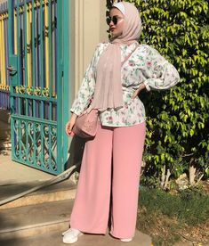 Cute hijab outfits for summer break Hijab Chic, Modest Fashion Hijab, Stylish Hijab, Hijab Style Dress, Modern Hijab Fashion, Hijab Fashion Inspiration, Islamic Fashion, Abaya Fashion, Hijab Outfit