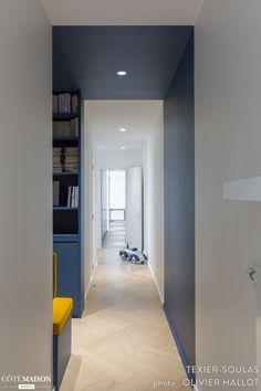 A large family apartment of 190 - Texier-Soulas - House Side - corridor 2019 Office Interior Design, Office Interiors, Half Painted Walls, Casa Milano, Corridor Design, Family Apartment, Long Hallway, Hallway Designs, House Siding