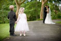 oh my goodness, such an adorable wedding pic