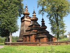 Ed89 / https://churchpop.com/2015/02/10/11-wooden-churches-of-eastern-europe/