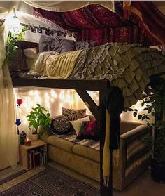 High schooled young lady alluring room for a really tiny place. The roof top wit. top High schooled young lady alluring room for a really tiny place. The roof top wit. Dream Rooms, Dream Bedroom, Casa Hipster, Aesthetic Bedroom, Retro Home Decor, Deco Design, My New Room, House Rooms, Room Inspiration