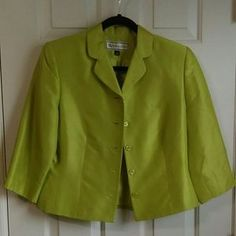 I just added this to my closet on Poshmark: NWOT Silk pear blazer. Price: $16 Size: 6