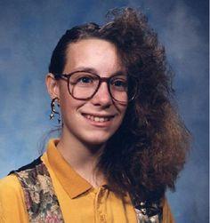This gives a whole new meaning to bad hair day! 80s Haircuts, Terrible Haircuts, Bad Photos, Photos Du, Ugly Photos, Worst Haircut Ever, Haircut Fails, Haircut Funny, Sarah Jessica