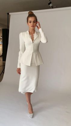Suit Fashion, Look Fashion, Hijab Fashion, Fashion Dresses, Fashion Design, Classy Dress, Classy Outfits, Chic Outfits, Dress Outfits