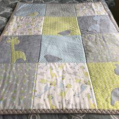 Appliquéd baby quilt at www.teatimequiltsnmore.etsy.com  #babyquilt #quilts #applique #giraffe