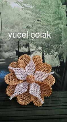 This Pin was discovered by mpi Needle Lace, Lace Making, Diy Flowers, Diy And Crafts, Crochet Earrings, Crochet Hats, How To Make, Jewelry, Crocheted Flowers