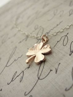 Simple Clover Necklace//