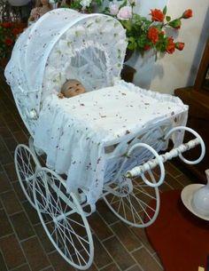 X Vintage Stroller, Vintage Pram, Muebles Estilo Art Nouveau, Old Cribs, Prams And Pushchairs, Baby Equipment, Baby Buggy, Dolls Prams, Sweet Home
