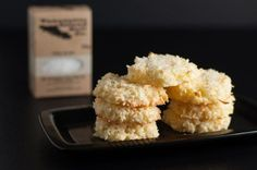 Crispy Salted Coconut Cookies with Butter, Dessicated Coconut, Large Eggs, Sugar, Flaky Sea Salt. Crispy Sugar Cookie Recipe, Coconut Cookies, Sugar Cookies, Coconut Recipes Gluten Free, Free Recipes, Cookie Flavors, Cookie Recipes, Biscuit Recipe, Healthy Desserts