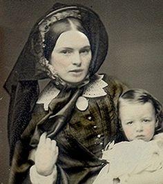 Mother and child. Tempos da rainha vitória. Pelo pentado e chapéu, c.1860