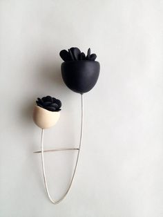Your place to buy and sell all things handmade Minimalistic Double bell flower brooch is a handsculpted brooch with black polymer elements looking like leaves. It is 11 cm lenght and 5 cm maximum width. I Love Jewelry, Jewelry Art, Jewelry Accessories, Jewelry Design, Jewelry Making, Jewellery Box, Jewelry Ideas, Gold Jewelry, Fashion Jewelry