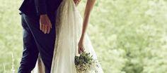 「ベール」はおしゃれ花嫁を綺麗にドラマチックに仕上げてくれるマジックアイテム。 だから「ウエディングドレス」と同じように慎重に選んで欲しい☆  ベールの由来とストーリー ベールは、邪悪なものから身を守るという「魔除け」の意味があるようです。 愛情という目に見えないベールに守られて育った花嫁。 挙式当日はそのベールが形となって現れ、新郎が花嫁のベールをたくし上げてキスすることで、新郎が一生かけて花嫁をベールの代わりに守っていく、という素敵な言い伝えがあるようです♡ 出典:Prone to wonder  ベールの長さは7種類、ウエディングテーマに合わせて♡ ベールの長さは、ベリーショート丈、腰丈、ヒップ丈、ミドル丈、セミロング丈、ロング丈、ベリーロング丈、と7種類あります。  出典:Brugge ベールの長さが短いほどキュートでカジュアルな雰囲気に、ベールの長さが長いほどエレガントでクラッシクな雰囲気になります♡ ドレスのスタイルや、結婚式のテーマに合わせて、ご自分の好きなベールの長さを決めて下さいね!  ベールの種類は色々。ウエディングドレスに合う物を☆…