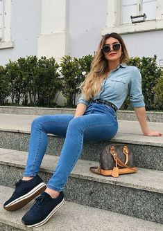 Looks femininos super simples e estilosos para o verão Setting up a summer look is not difficult, but it takes a lot of work because no one is sounding all day right? In this post you will see t Cool Outfits, Summer Outfits, Casual Outfits, Fashion Outfits, Jeans Fashion, Style Fashion, Ripped Jeggings, Jeans Skinny, Cute Jeans