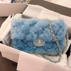 Chanel Winter Cruise Bag Kollektion - My Bag Ideas Luxury Purses, Luxury Bags, Luxury Handbags, Chanel Handbags, Purses And Handbags, Designer Handbags, Designer Bags, Replica Handbags, Cheap Handbags