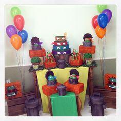 Eles chegaram!!!! Tartarugas Ninjas. Mais um tema novinho da Rá Tchim Bum. Amanhã eles já vão passear na festa do Lucas, da Jackeline! #lançamento #tartarugasninjas #novidade #ratchimbum #novaodessa
