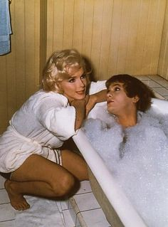 """Marilyn Monroe & Tony Curtis in """"Some Like It Hot"""" 1959"""