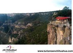 TURISMO EN CHIHUAHUA En las Barrancas del Cobre, hay una parada obligada para todos los visitantes el Divisadero, desde donde se pueden admirar las Barrancas en todo su esplendor. Es una de las paradas de el tren Chepe y las personas se bajan para disfrutar de las espectaculares vistas para tomarse fotos en este hermoso lugar. www.turismoenchihuahua.com  #visitachihuahua