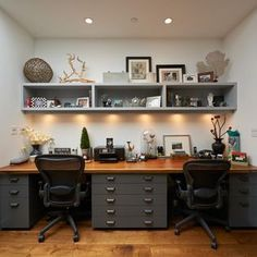 Two-person Desk Design Ideas, Pictures, Remodel and Decor. Een bureau is leuk. Wel minder dingetjes/meer dichte opslag