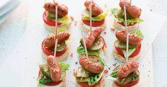 Schnell und einfach zuzubereiten und einfach lecker sind diese Hot-Dog-Spiesschen. Auf Ihrem Partybüfett wird diese Leckerei sicherlich nicht lang ...