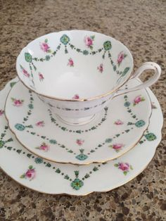 images Tea Party Setting, Cute Cups, China Patterns, My Tea, Tea Cup Saucer, China Porcelain, Teapot, China Cabinet, Tea Time
