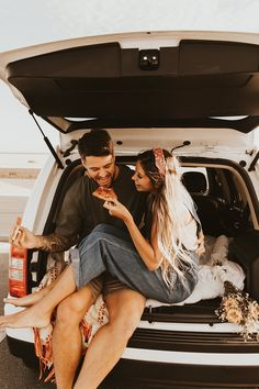Rooftop Photoshoot, Couple Photoshoot Poses, Couple Posing, Couple Shoot, Wedding Couple Photos, Cute Couple Pictures, Beach Sessions, Photo Sessions, Car Engagement Photos