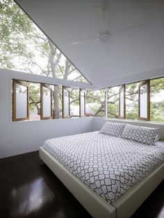 awesome bedroom with floating roof line. amazing!