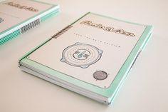 Libros de ceremonias personalizados   María Vilarino Money Clip, Wallet, Wedding Invitations, Languages, Day Planners, Weddings, Books, Pocket Wallet, Handmade Purses