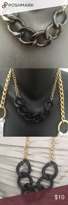 🎉NEW LISTING BLACK CHAIN LINK STATEMENT NECKLACE 🎉🎉NEW LISTING🎉🎉 LARGE COMBO OF REGULAR GOLD ALLOY CHAIN WITH HEAVY CHAIN LINK BLACK DETAIL. STANDOUT STATEMENT POSSIBLE UNISEX TYPE NECKLACE WOULD LOOK GREAT ON ANYONE GOING FOR THAT HEAVY DUTY STATEMENT LOOK. MEDICAL GRADE STEEL WILL NOT IRRITATE SENSITIVE SKIN Jewelry Necklaces