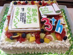 ソニックガーデンさん3周年のケーキ Big Cakes, Wedding Decorations, Birthday Cake, Desserts, Food, Tailgate Desserts, Birthday Cakes, Meal, Tall Cakes