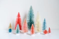 Dye Bottle Brush Trees any color you can imagine. So simple -- love the colorful forest of bottle brush trees! Noel Christmas, Winter Christmas, All Things Christmas, Diy Bottle, Bottle Brush Trees, Diy Weihnachten, Merry And Bright, Christmas Inspiration, Holiday Crafts