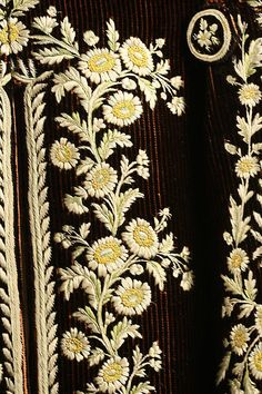Court suit Details Date: 1774–93 Culture: French Medium: silk Dimensions: Length (a): 43 in. (109.2 cm) Length (b): 29 in. (73.7 cm) Length (c): 30 in. (76.2 cm)