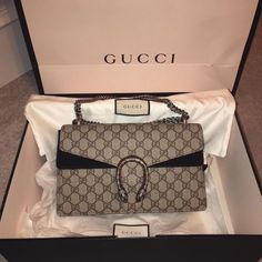 Find tips and tricks, amazing ideas for Gucci purses. Discover and try out new things about Gucci purses site Gucci Purses, Gucci Handbags, Luxury Handbags, Fashion Handbags, Purses And Handbags, Fashion Bags, Gucci Bags, Fashion Mode, Replica Handbags