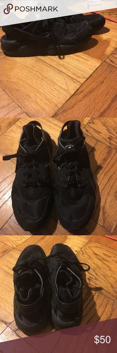 Black Nike Huaraches Sneakers Size 10.5 In Fair Condition. Size 10.5 Men's Nike Shoes Sneakers