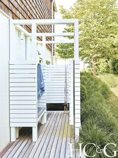 An outdoor shower is the excellent useful addition to any kind of backyard area-- here are a few of the very best ideas for your house. Outdoor Baths, Outdoor Bathrooms, Outdoor Kitchens, Outdoor Toilet, White Bathrooms, Luxury Bathrooms, Master Bathrooms, Dream Bathrooms, Outside Showers