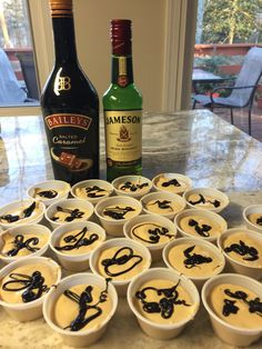 Pudding shots are delicious mini alcoholic desserts. Think jello shots with class Pudding Shot Recipes, Jello Pudding Shots, Jello Shot Recipes, Alcohol Drink Recipes, Jello Shots, Party Drinks, Fun Drinks, Yummy Drinks, Yummy Food