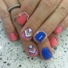Pink and blue chevron nails Shellac Gel, Gelish Nails, Diy Nails, Manicure, Jamberry Nails, Blue Chevron Nails, Blue Nails, Aztec Nails, Nautical Nails