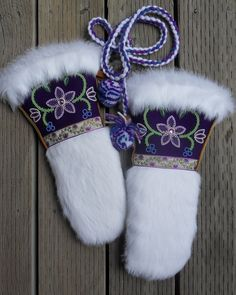 Ladies Mitts - Made by Carmen Dennis Native Beadwork, Native American Beadwork, Beaded Moccasins, Beadwork Designs, Native Design, Nativity Crafts, Leather Projects, Beading Projects, Bead Art