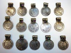 15 Tribal-Münzen mit Glassteinen vintage 25 cm von neemaheTribal