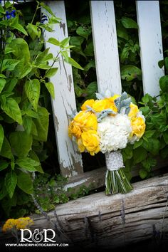 Wedding Flowers   Bridal Bouquet   Yellow & White   Wedding Photography   R and R Creative Photography   #weddingflowers #bridalbouquet #yellow #weddingflowers #bide #gardenwedding #RandRCreativePhotography