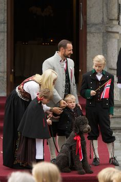 the norwegian crown prince's family. loooook at the labradoodle. OMG so cute