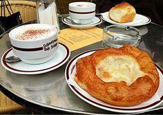 Auszogne im Café Frischhut