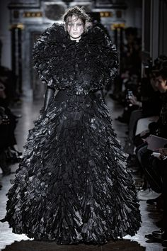 i'm channeling my inner bag lady :) Bin Bag Couture. gothic gowns made from shredded black bin bags, layered to create volume - upcycled fashion; Dark Fashion, Gothic Fashion, Fashion Art, Runway Fashion, Fashion Show, Fashion Design, High Fashion, Gareth Pugh, Fashion Week Paris