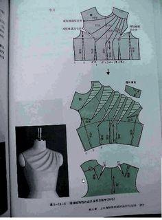 Top origami avec épaule asymétrique