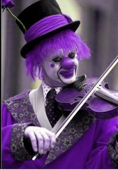 A clown! A purple clown. Still creepy, especially with Halloween around the corner! Purple Love, Purple Ombre, All Things Purple, Purple Lilac, Shades Of Purple, Purple Stuff, Mauve, Violet Aesthetic, Purple Rooms