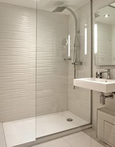 Trendy bathroom small ideas remodel walk in shower tile Ideas Shower Room, Bathroom Interior, Small Bathroom Makeover, Small Bathroom Remodel, Shower Remodel, Bathroom Remodel Shower, Bathroom Remodel Cost, Bathroom Design Small, Bathroom Interior Design
